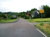 Der Ortseingang von Niederhosenbach aus Richtung Herrstein. Sie fahren geradeaus in die Hauptstraße ein.