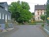 Im Unterdorf können Sie an der Abzweigung der Fischbachstraße einen großen Walnussbaum bewundern. Sie fahren links herum weiter.